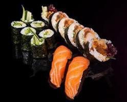 Lunch w Sakana Sushi Bar