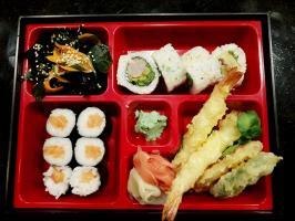 Lunch w Oishii Sushi